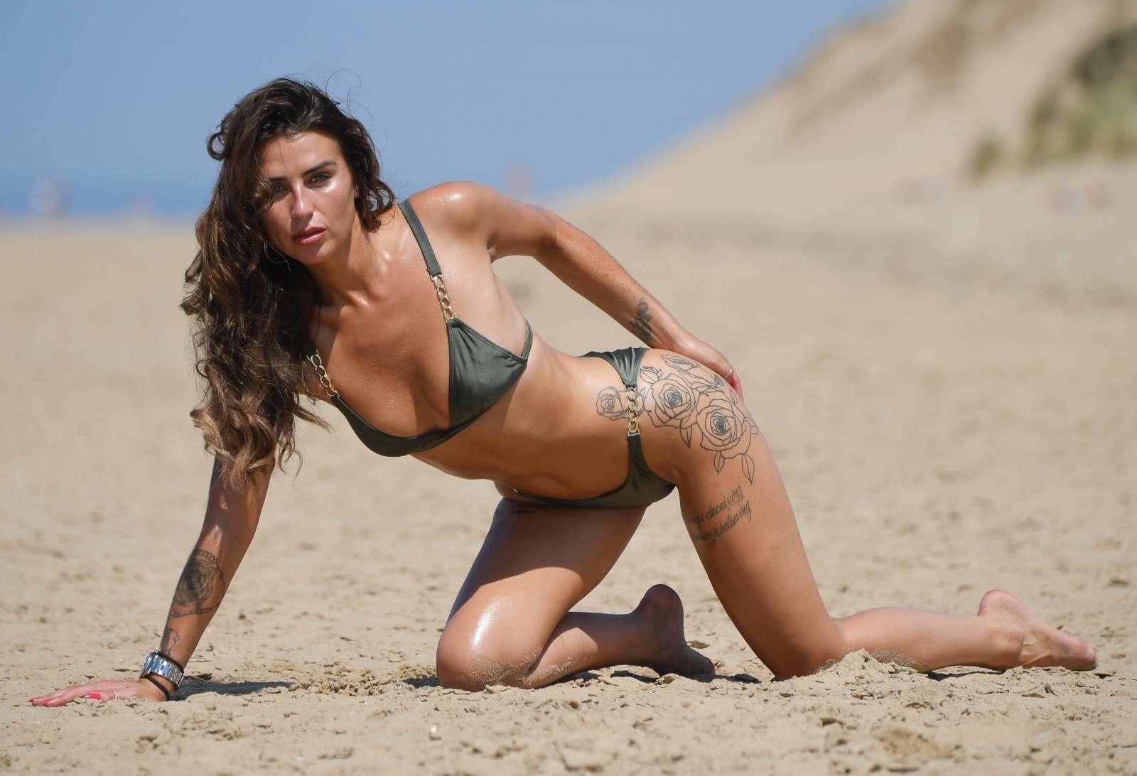 Jennyp bikini model, black pussy squirts
