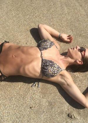 Jesica Cirio - Bikini photoshoot