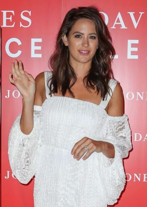 Jesinta Campbell - Boxing Day Sales in Sydney