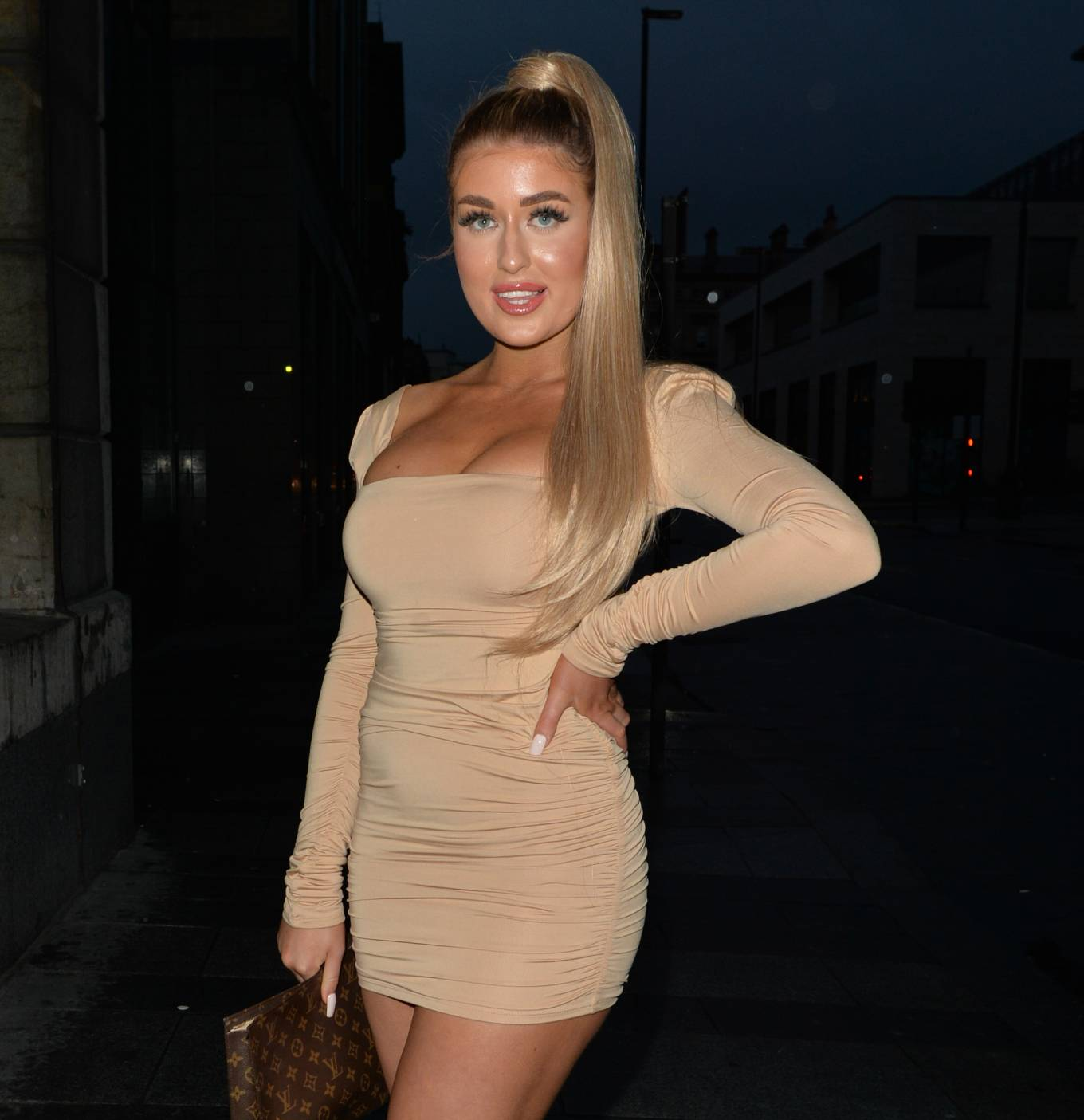 Eve Gale 2020 : Jess and Eve Gale – Night out for dinner in Liverpool -15