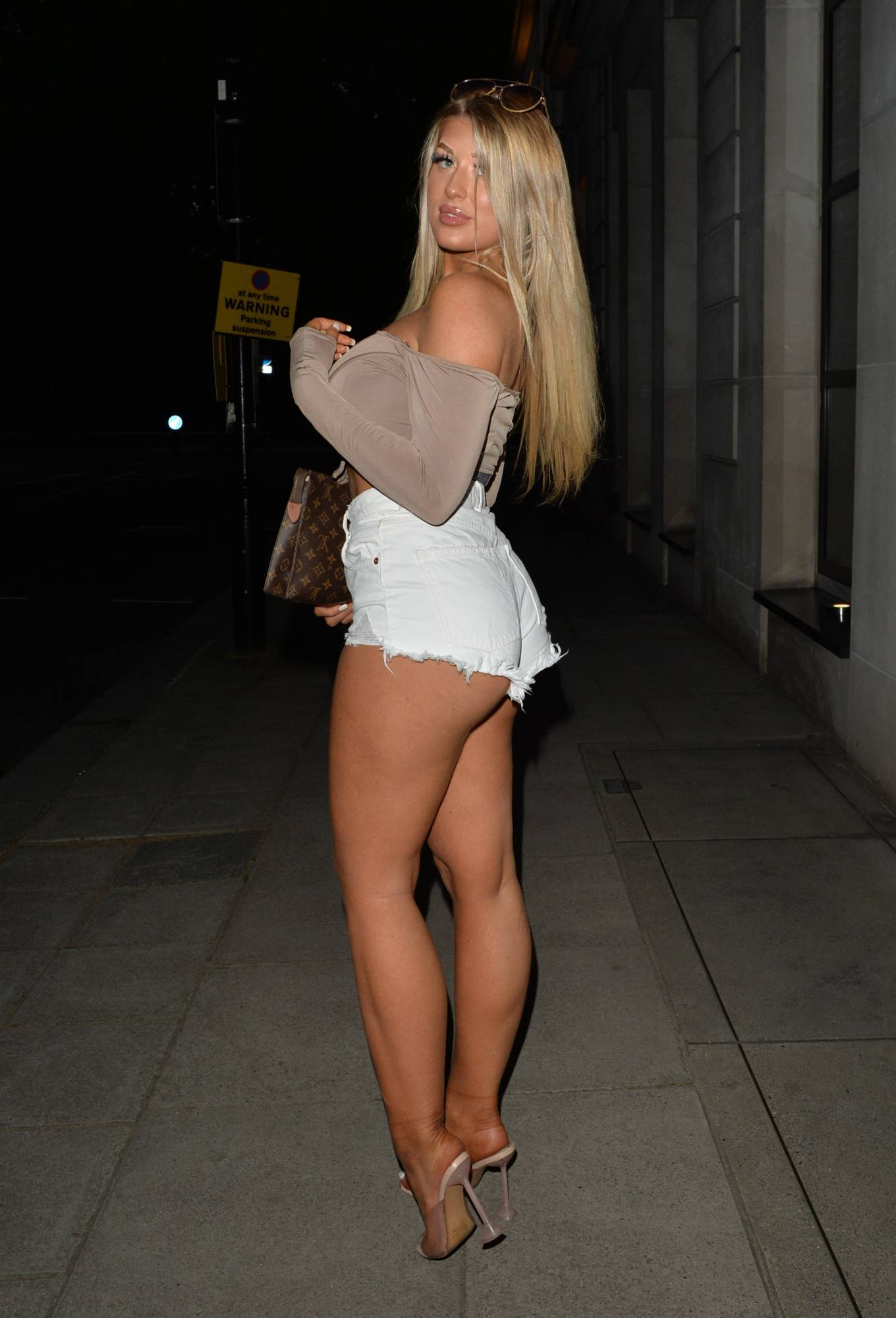 Jess Gale 2021 : Jess Gale – With Eve Gale seen heading to Bagatelle in Mayfair in London-02