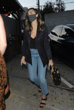 Jessica Alba - Arrives at Craig's in West Hollywood