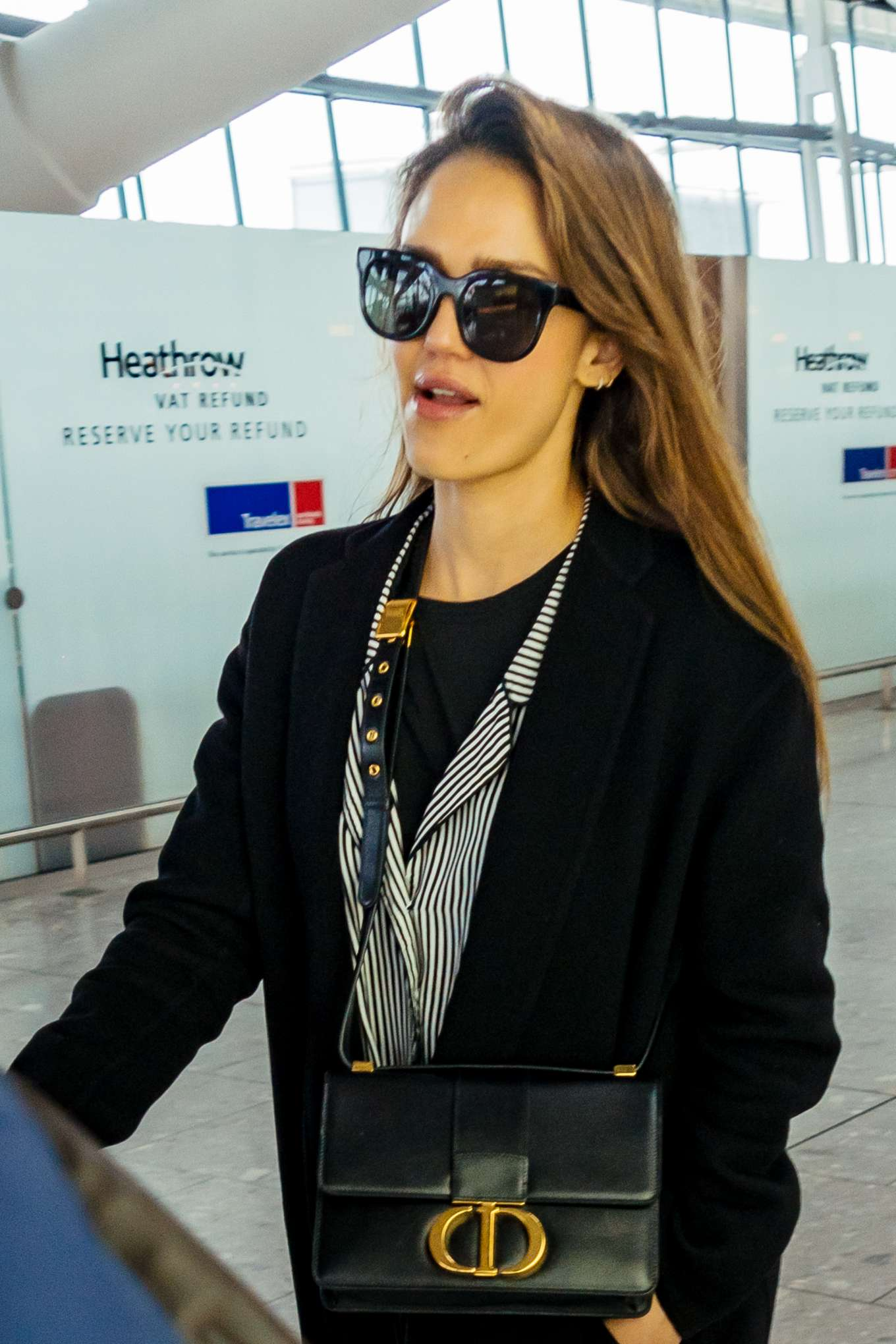 Jessica Alba - Arrives at Heathrow Airport in London