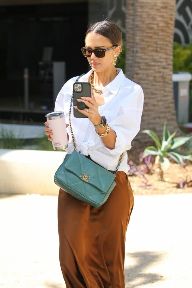 Jessica Alba - Arrives at her $1.4 billion dollar business in Los Angeles