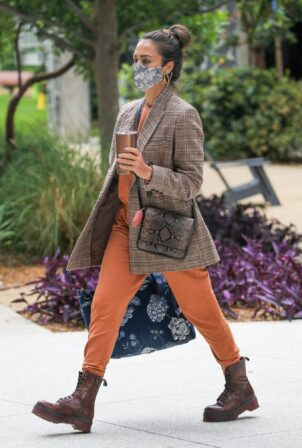 Jessica Alba - Arrives at her billion-dollar-plus company in Santa Monica