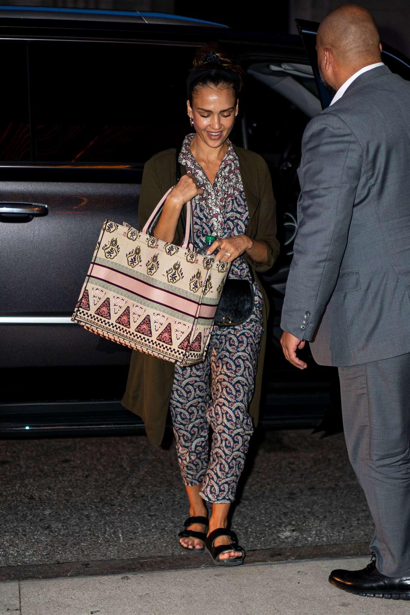 Jessica Alba 2019 : Jessica Alba – Arrives at her hotel in New York City-02