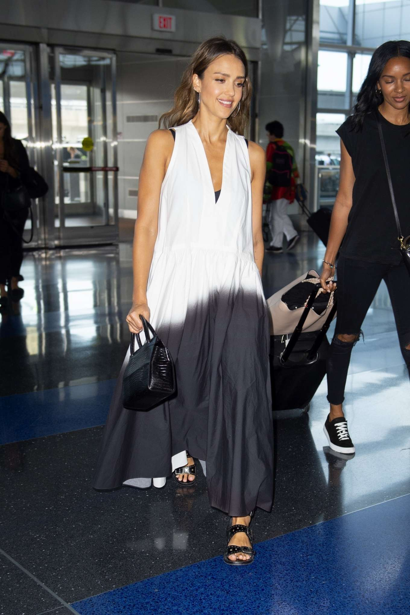 Jessica Alba 2019 : Jessica Alba – Arrives at JFK Airport-01
