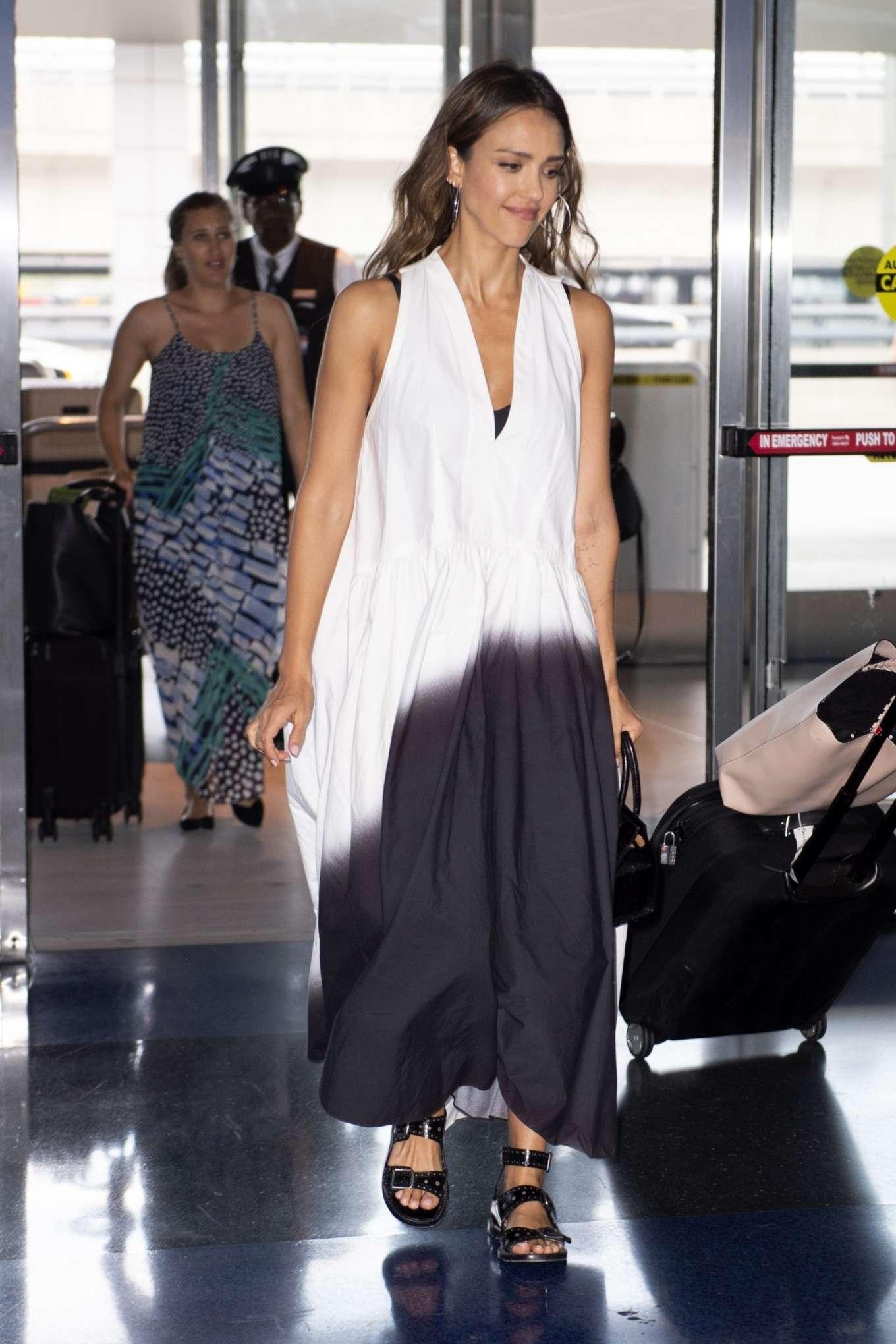 Jessica Alba 2019 : Jessica Alba – Arrives at JFK Airport-02