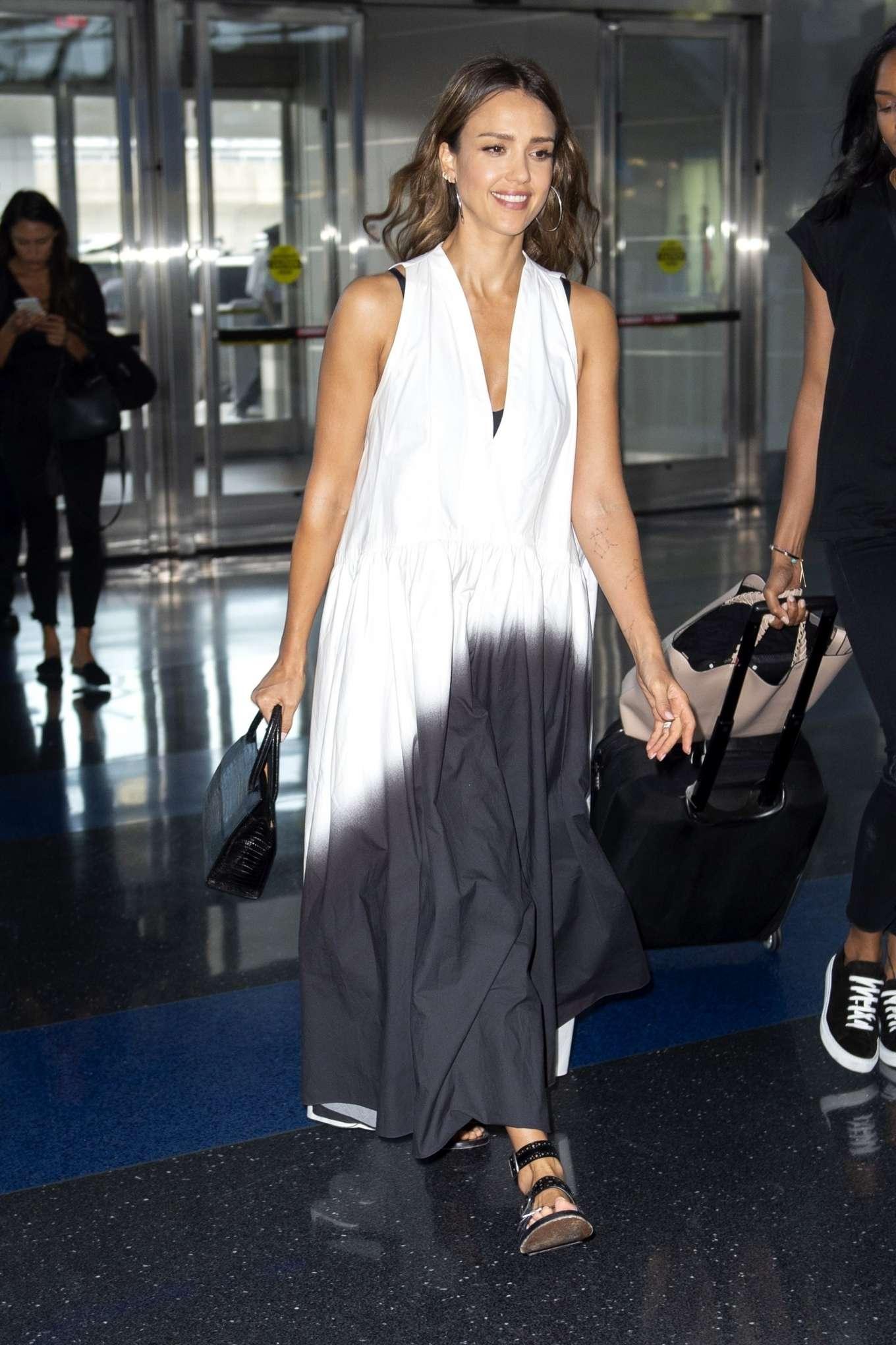 Jessica Alba 2019 : Jessica Alba – Arrives at JFK Airport-09