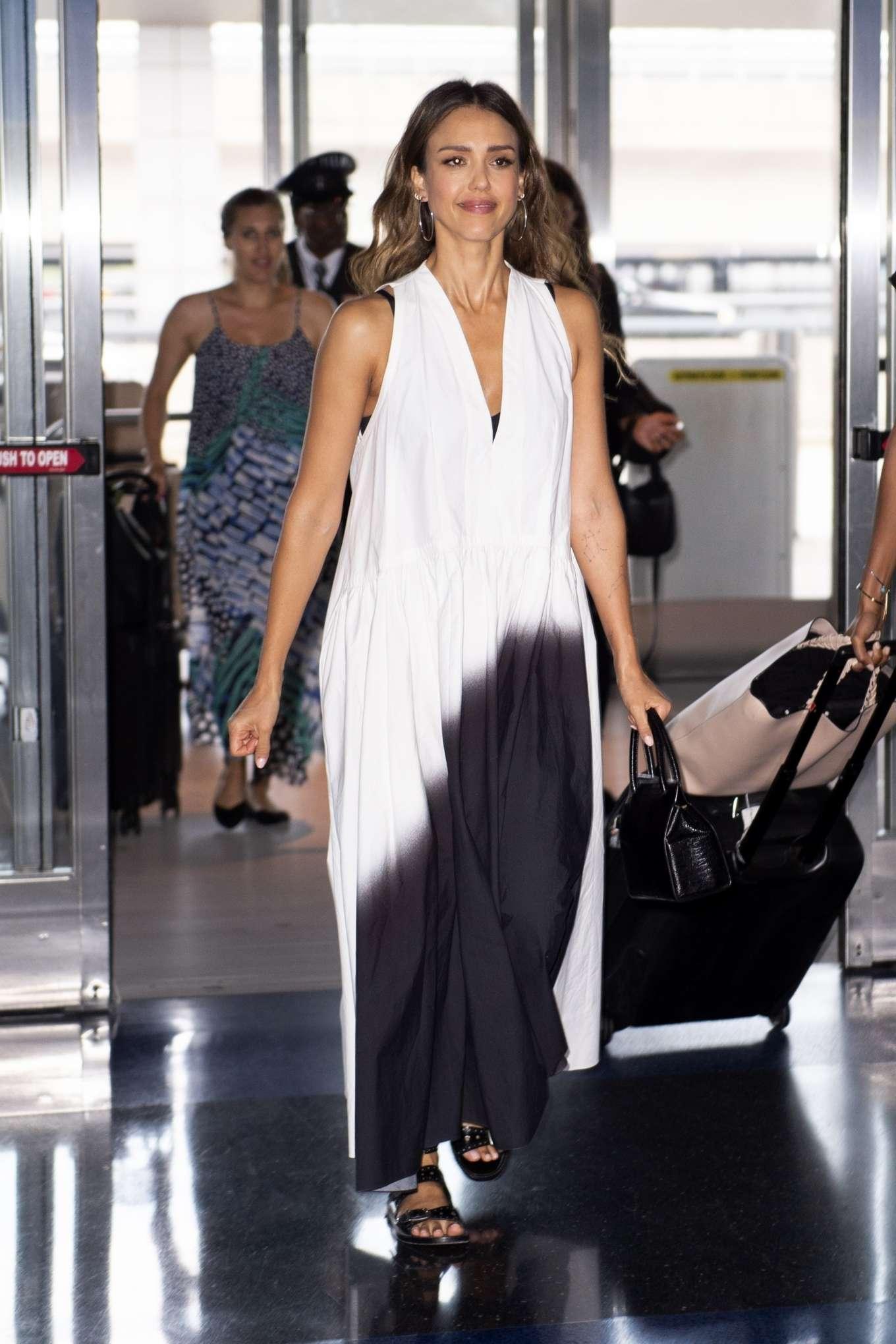 Jessica Alba 2019 : Jessica Alba – Arrives at JFK Airport-11