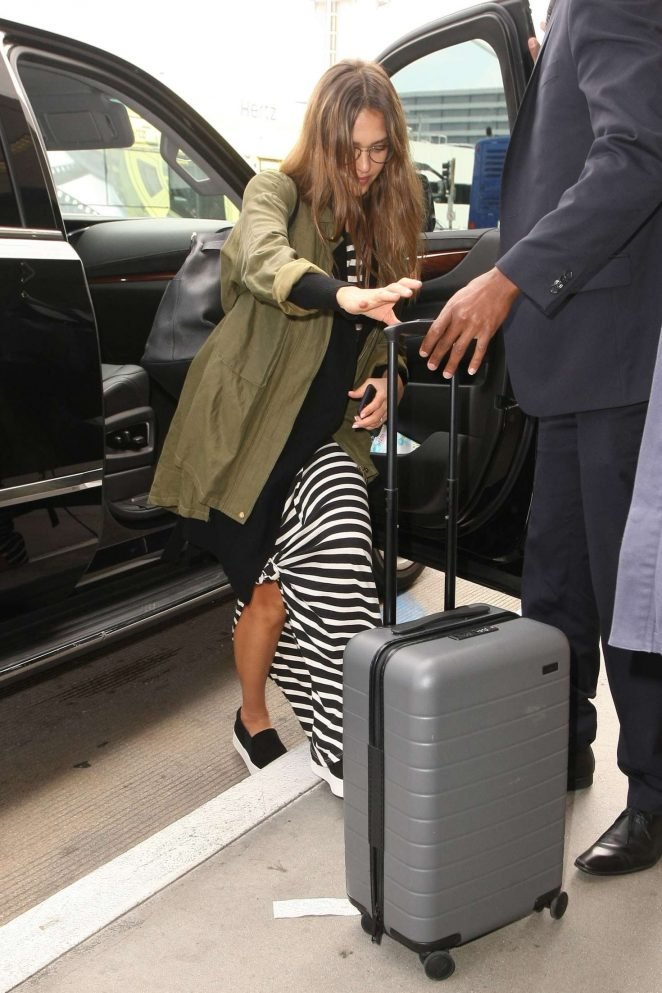 Jessica Alba Arrives at LAX Airport -01