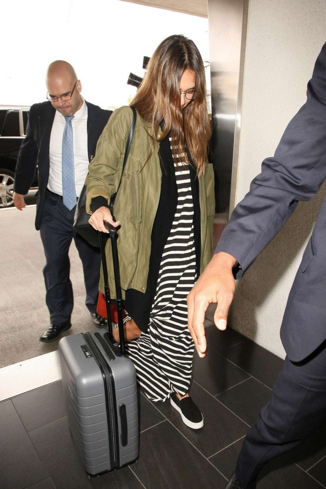 Jessica Alba Arrives at LAX Airport -09