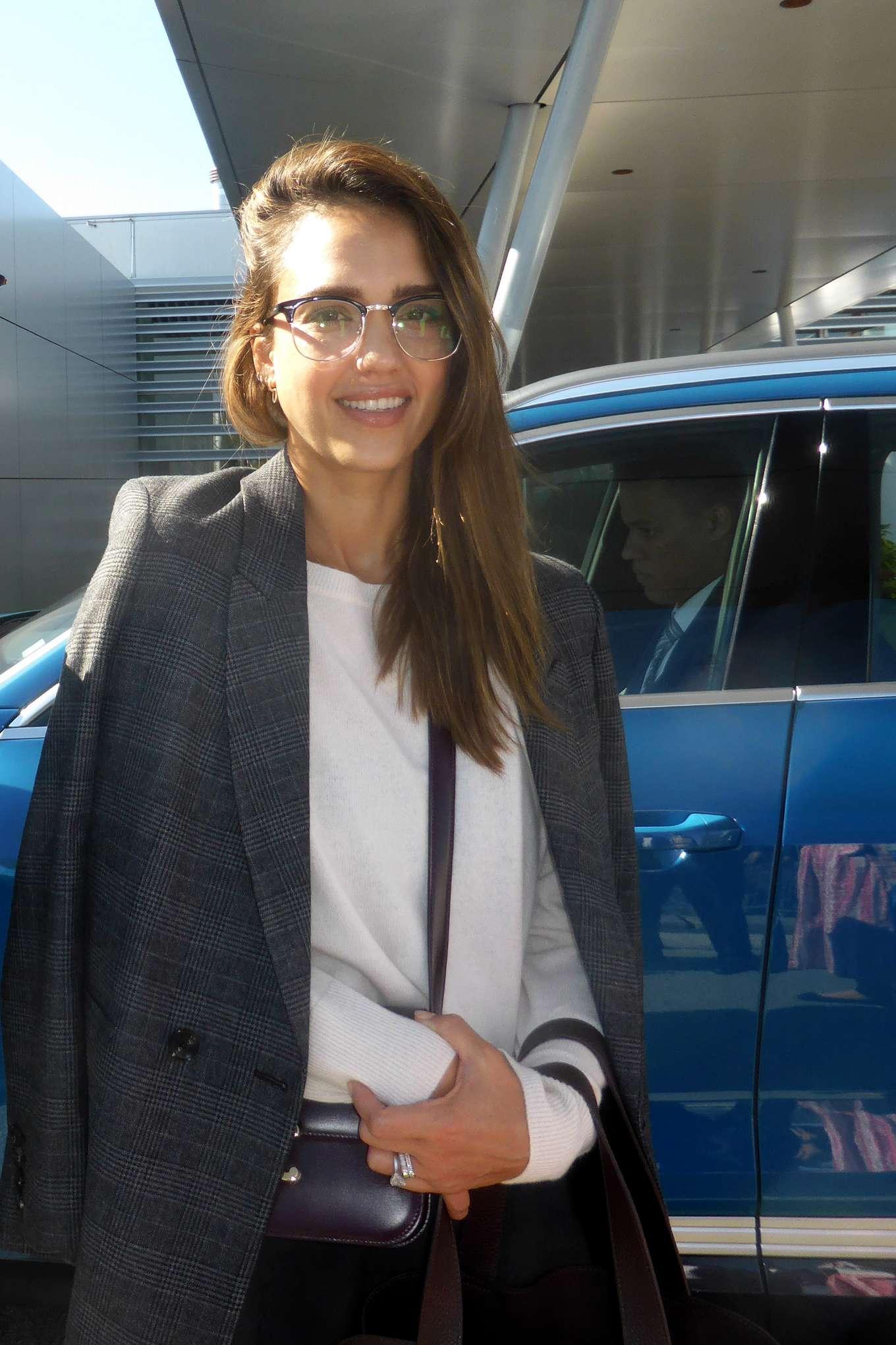 Jessica Alba - Arrives at Munich Airport
