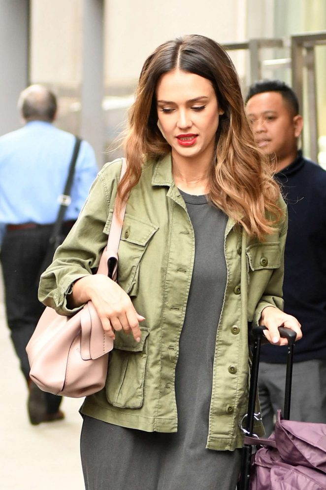 Jessica Alba Arriving at her hotel in New York