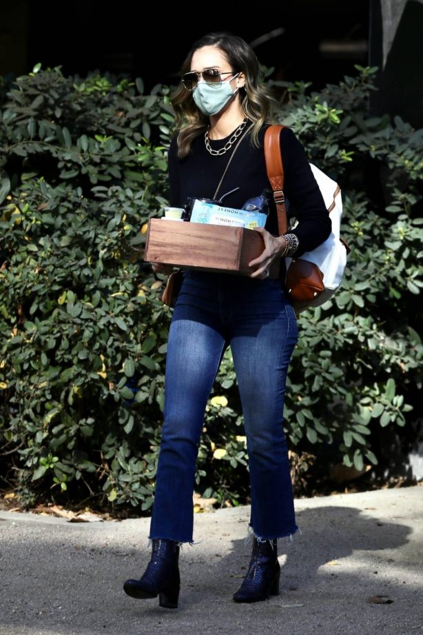 Jessica Alba - Arriving at The Honest Company in Los Angeles
