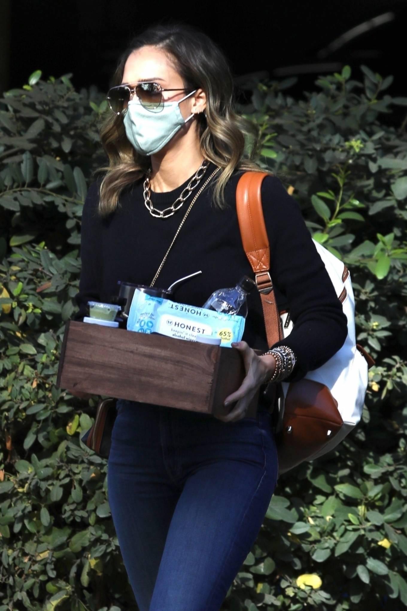 Jessica Alba 2020 : Jessica Alba – Arriving at The Honest Company in Los Angeles-04
