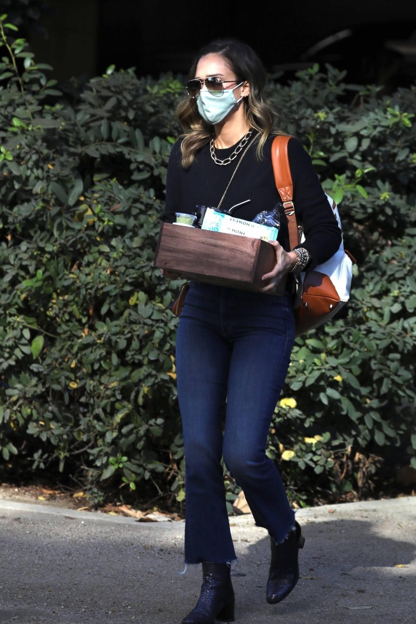 Jessica Alba 2020 : Jessica Alba – Arriving at The Honest Company in Los Angeles-08