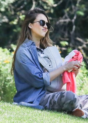 Jessica Alba at Coldwater Canyon Park in Beverly Hills