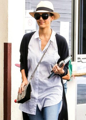Jessica Alba at M Cafe in Beverly Hills
