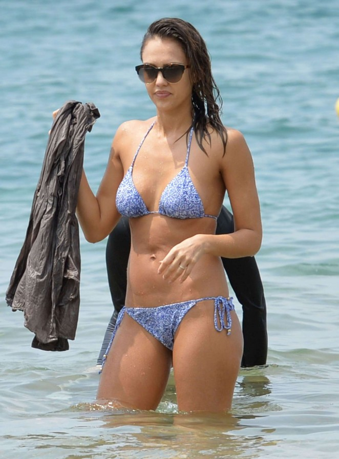 Jessica Alba Hot in Bikini at a beach in Hawaii