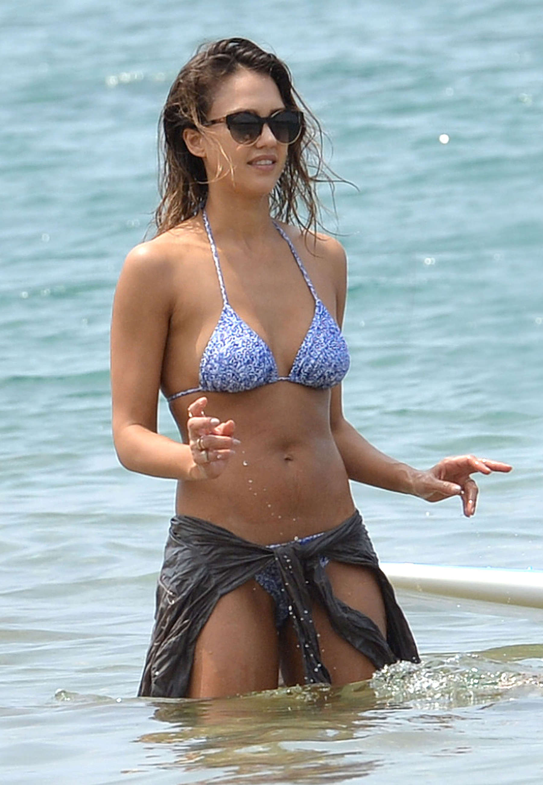 Jessica Alba Bikini Candids At A Beach In Hawaii