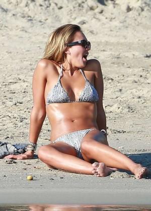 Jessica lucas sexy en bikini