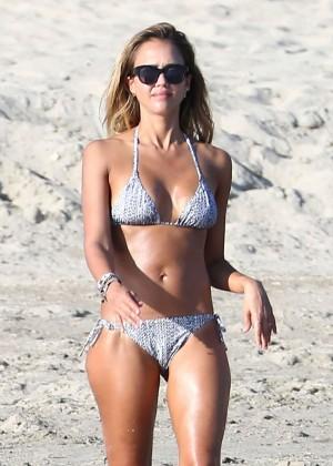 Jessica Alba in Bikini on the beach in Cabo San Lucas