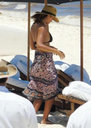 Jessica Alba: Bikini candids in Cancun-06