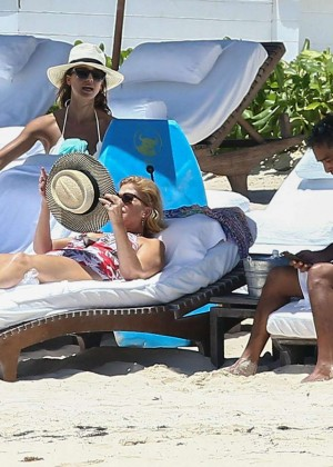 Jessica Alba: Bikini candids in Cancun-21
