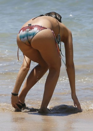 Jessica Alba - Bikini Candids in Hawaii (2016) adds