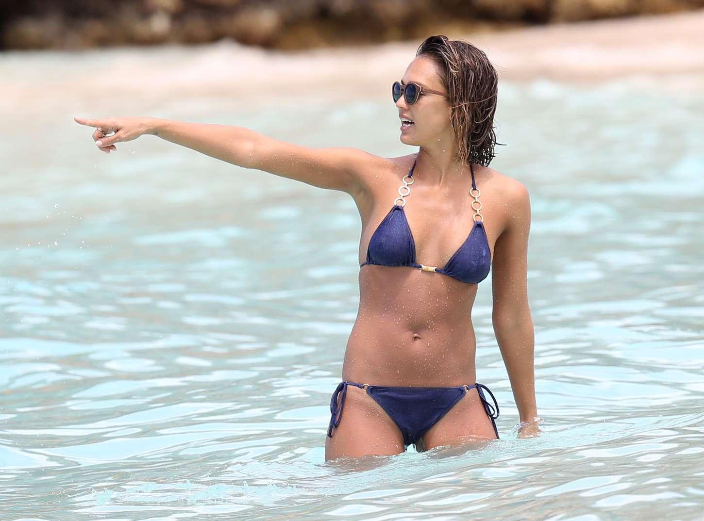 Emily ratajkowski's nipple pops out of tiniest string bikini ever as she bares all pics