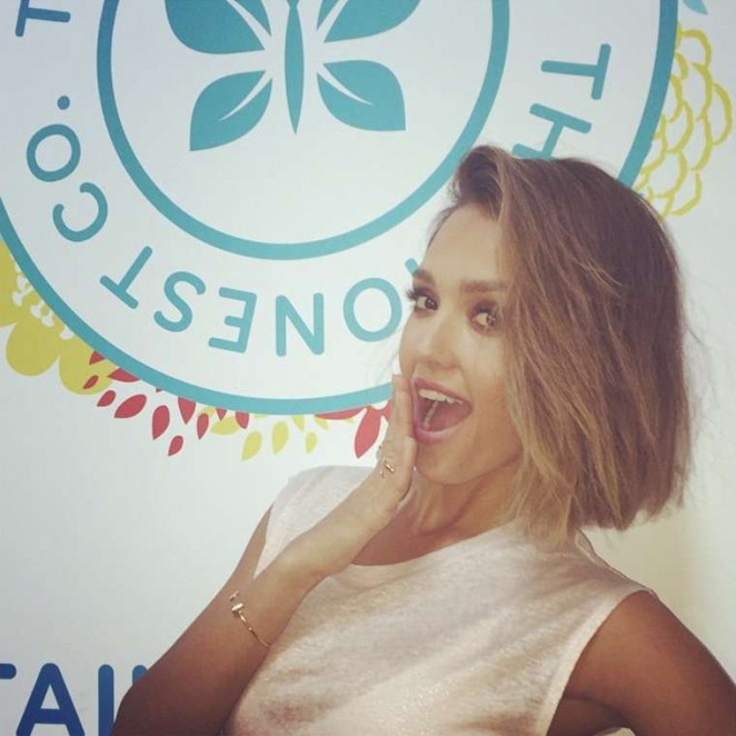 Jessica Alba Debuts Short Hair
