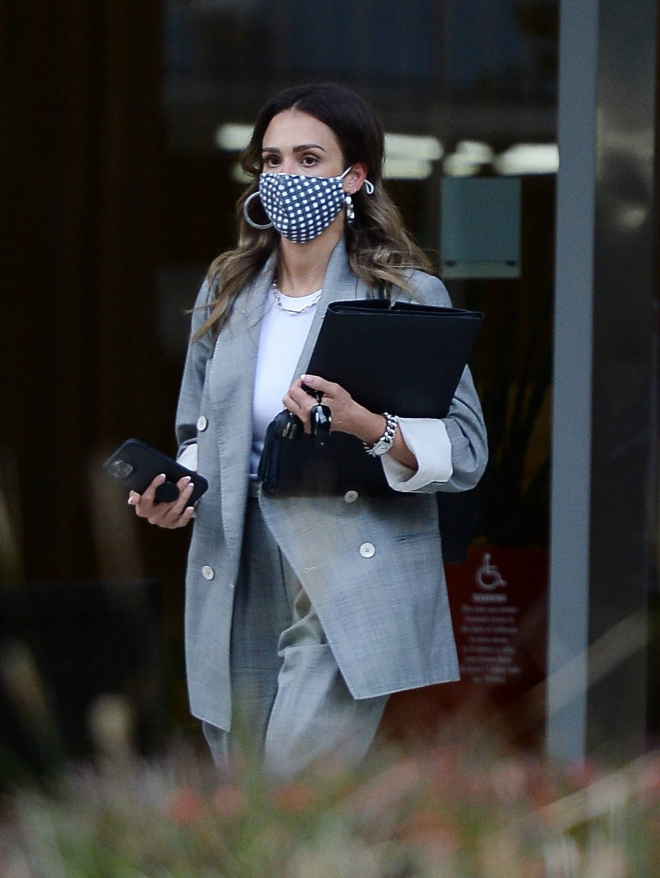 Jessica Alba 2021 : Jessica Alba – Dons bussines look while out of an office building in Los Angeles-02