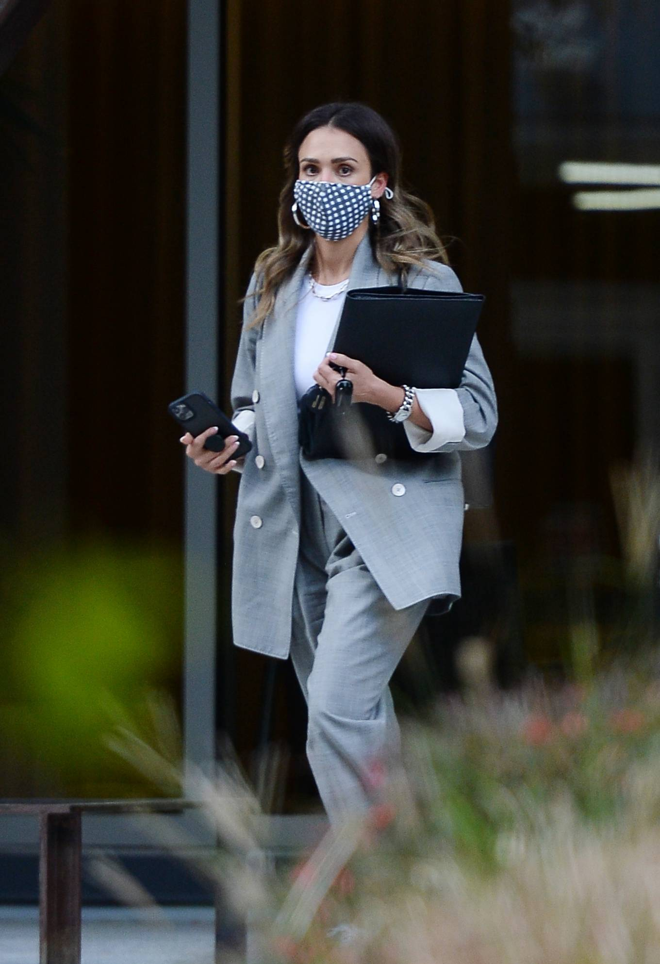 Jessica Alba 2021 : Jessica Alba – Dons bussines look while out of an office building in Los Angeles-03
