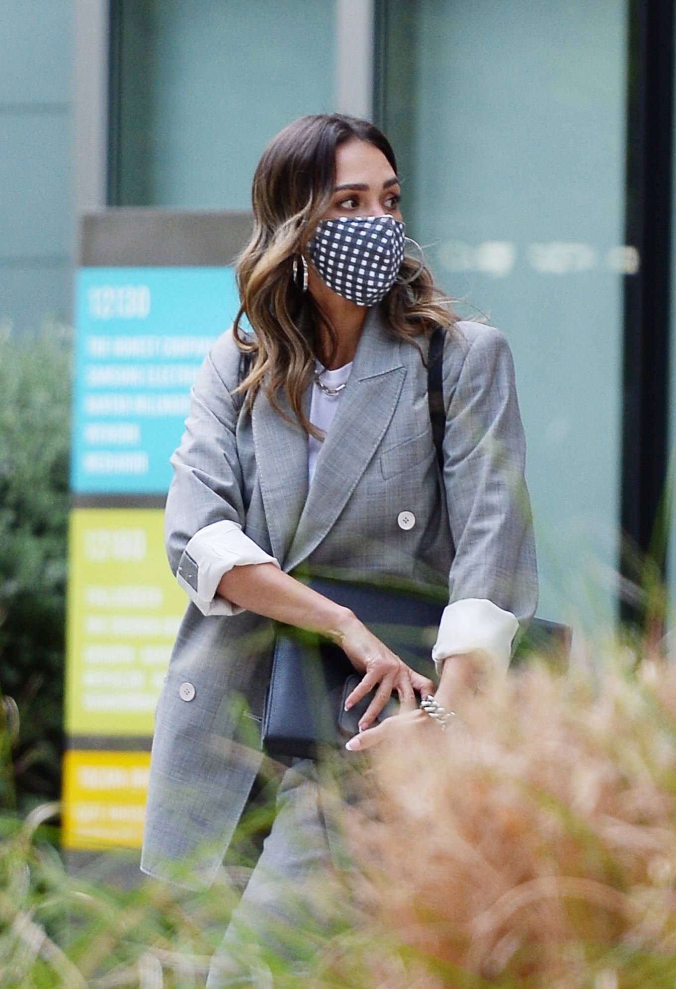 Jessica Alba 2021 : Jessica Alba – Dons bussines look while out of an office building in Los Angeles-05