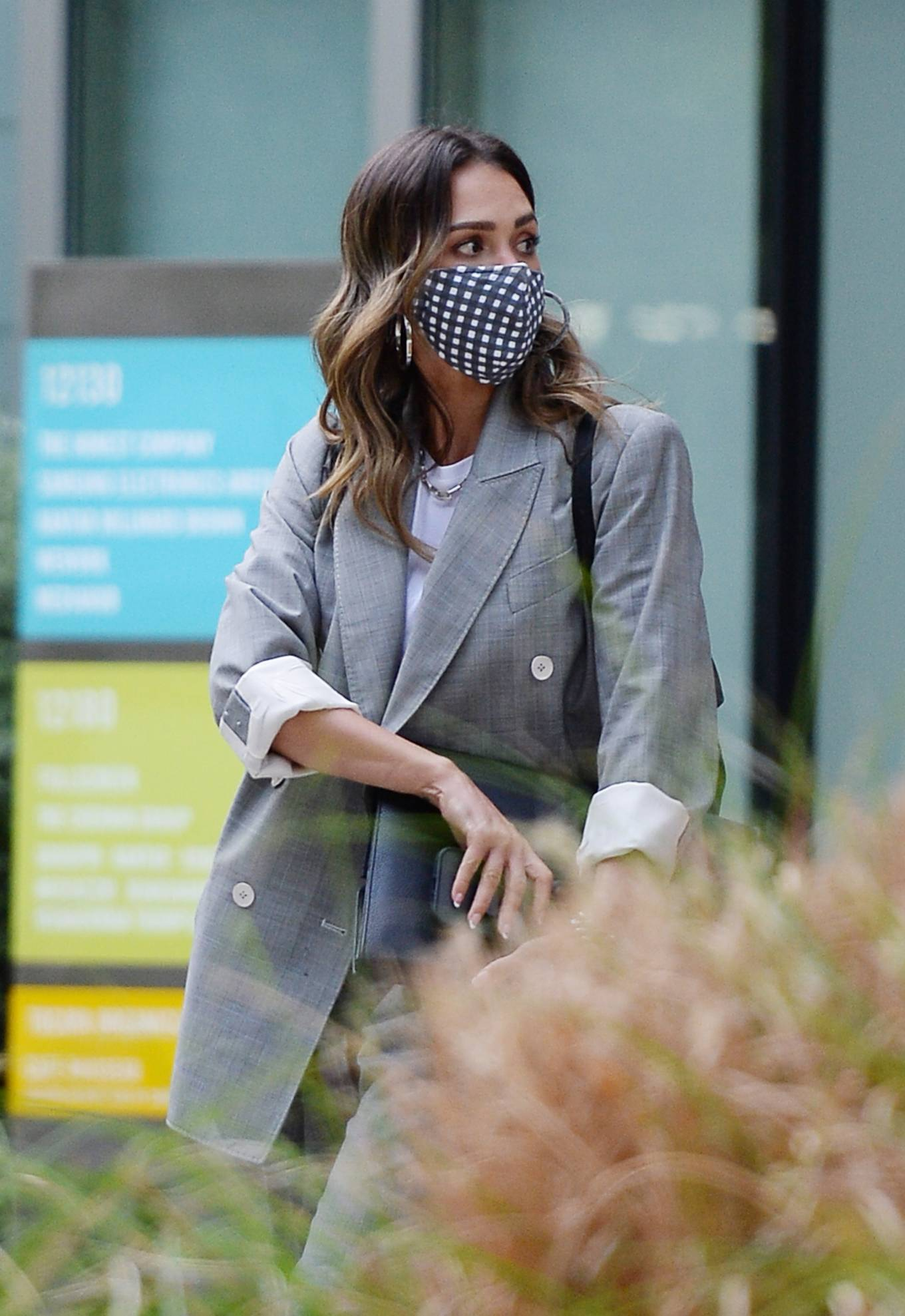 Jessica Alba 2021 : Jessica Alba – Dons bussines look while out of an office building in Los Angeles-06
