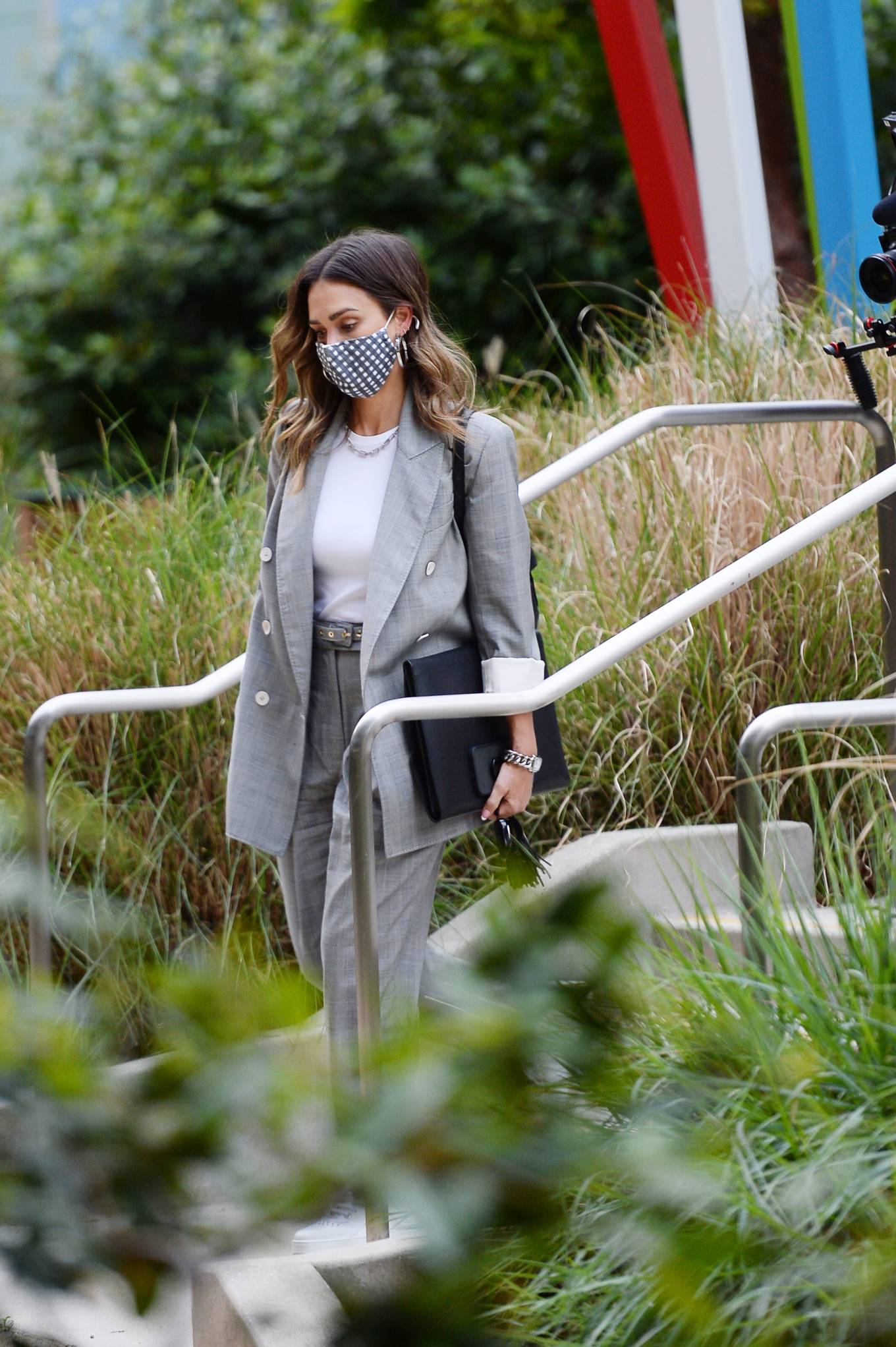 Jessica Alba 2021 : Jessica Alba – Dons bussines look while out of an office building in Los Angeles-08