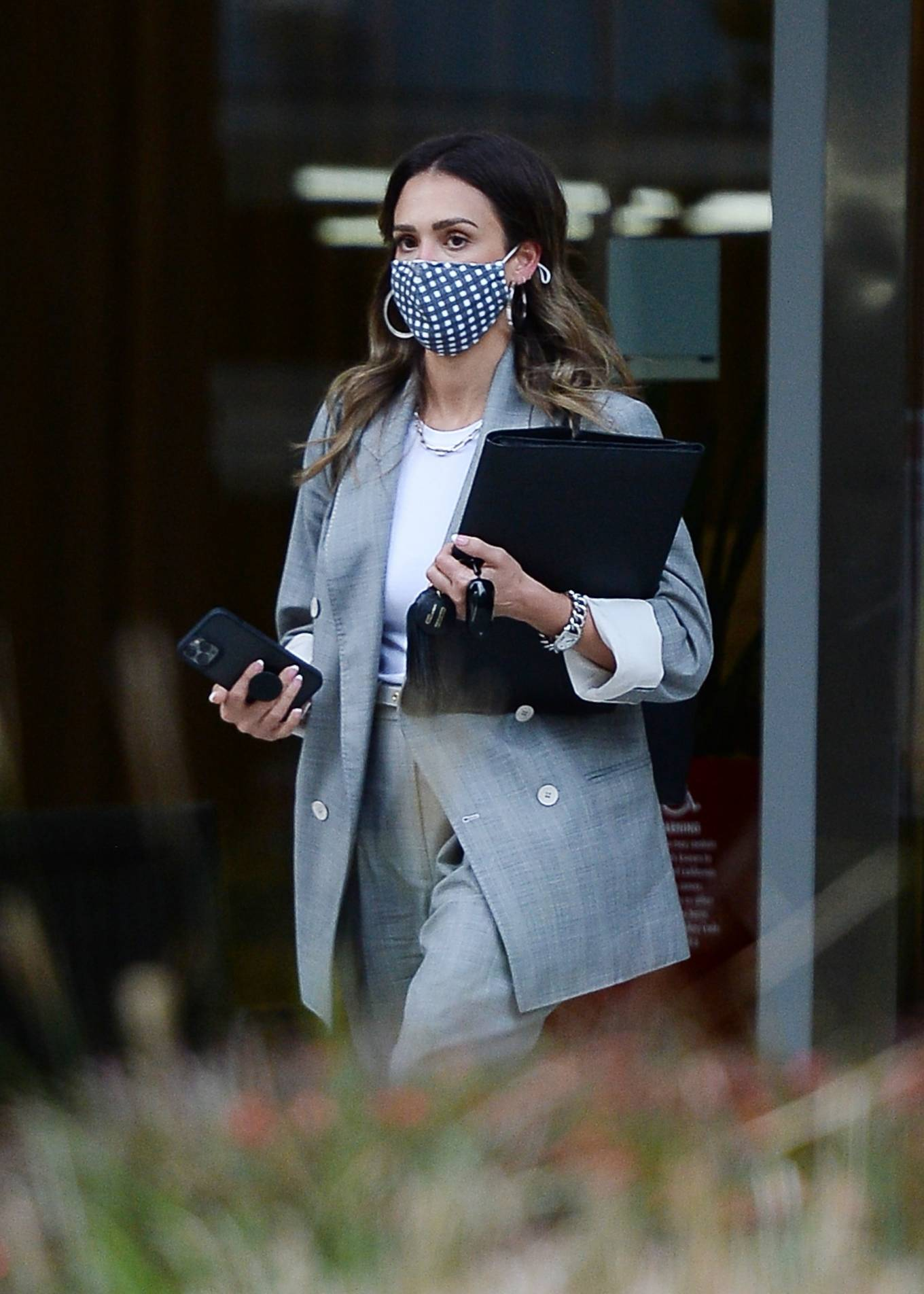 Jessica Alba 2021 : Jessica Alba – Dons bussines look while out of an office building in Los Angeles-13