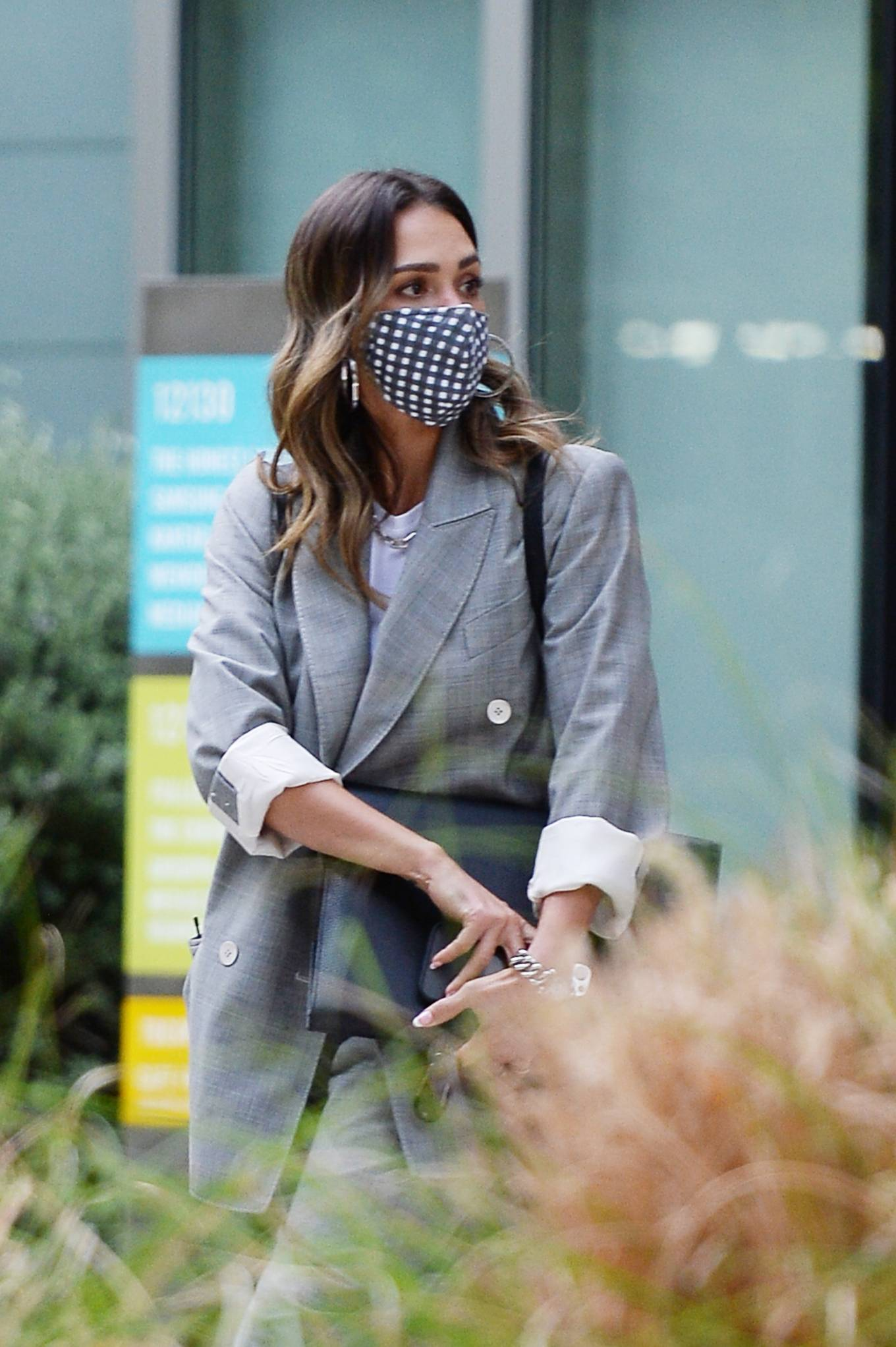 Jessica Alba 2021 : Jessica Alba – Dons bussines look while out of an office building in Los Angeles-17
