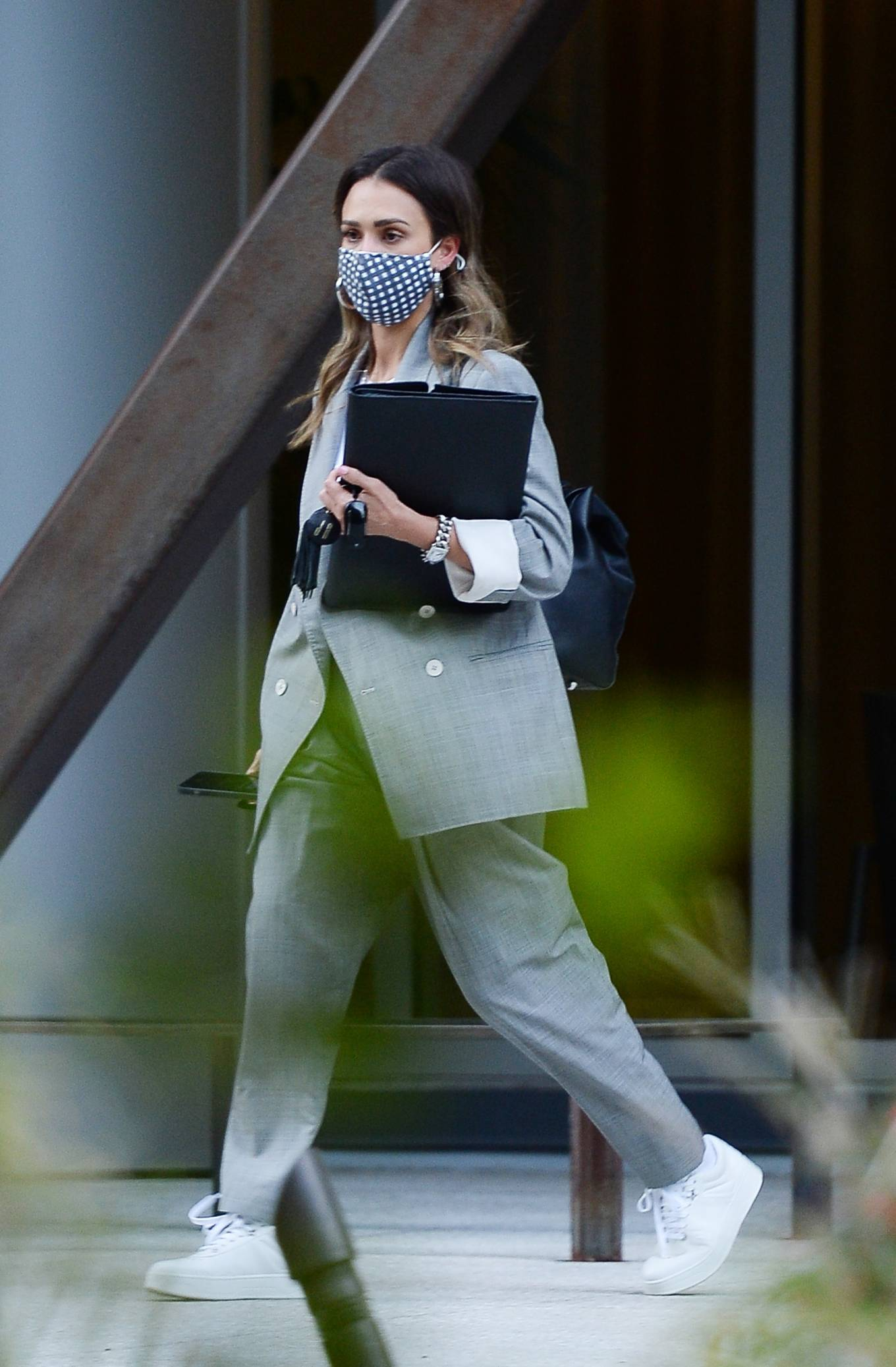 Jessica Alba 2021 : Jessica Alba – Dons bussines look while out of an office building in Los Angeles-20