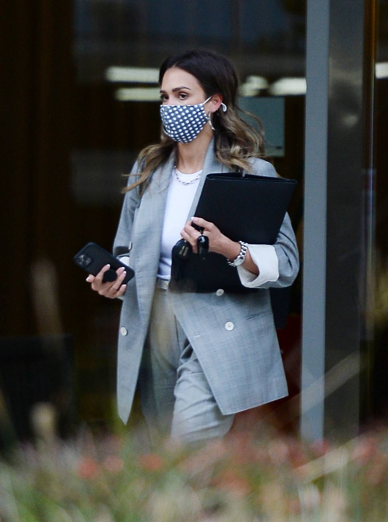 Jessica Alba 2021 : Jessica Alba – Dons bussines look while out of an office building in Los Angeles-22