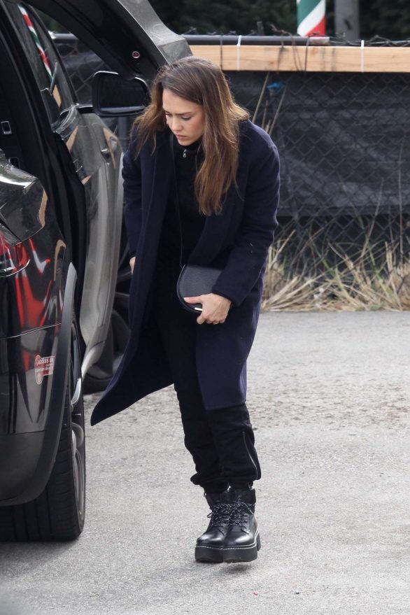 Jessica Alba - Going Christmas tree shopping in Beverly Hills
