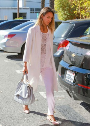 Jessica Alba - Going to the Honest Company in Santa Monica