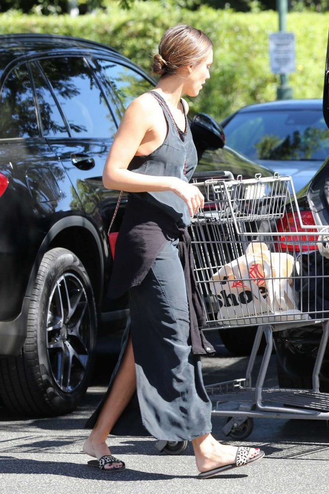 Jessica Alba - Grocery Shopping at Bristol Farms in Beverly Hills