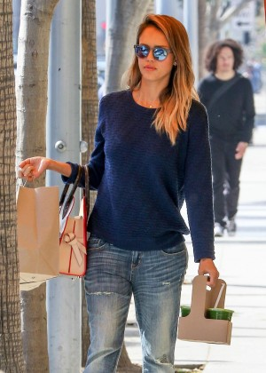 Jessica Alba - Heading To Lunch at M Cafe in Los Angeles