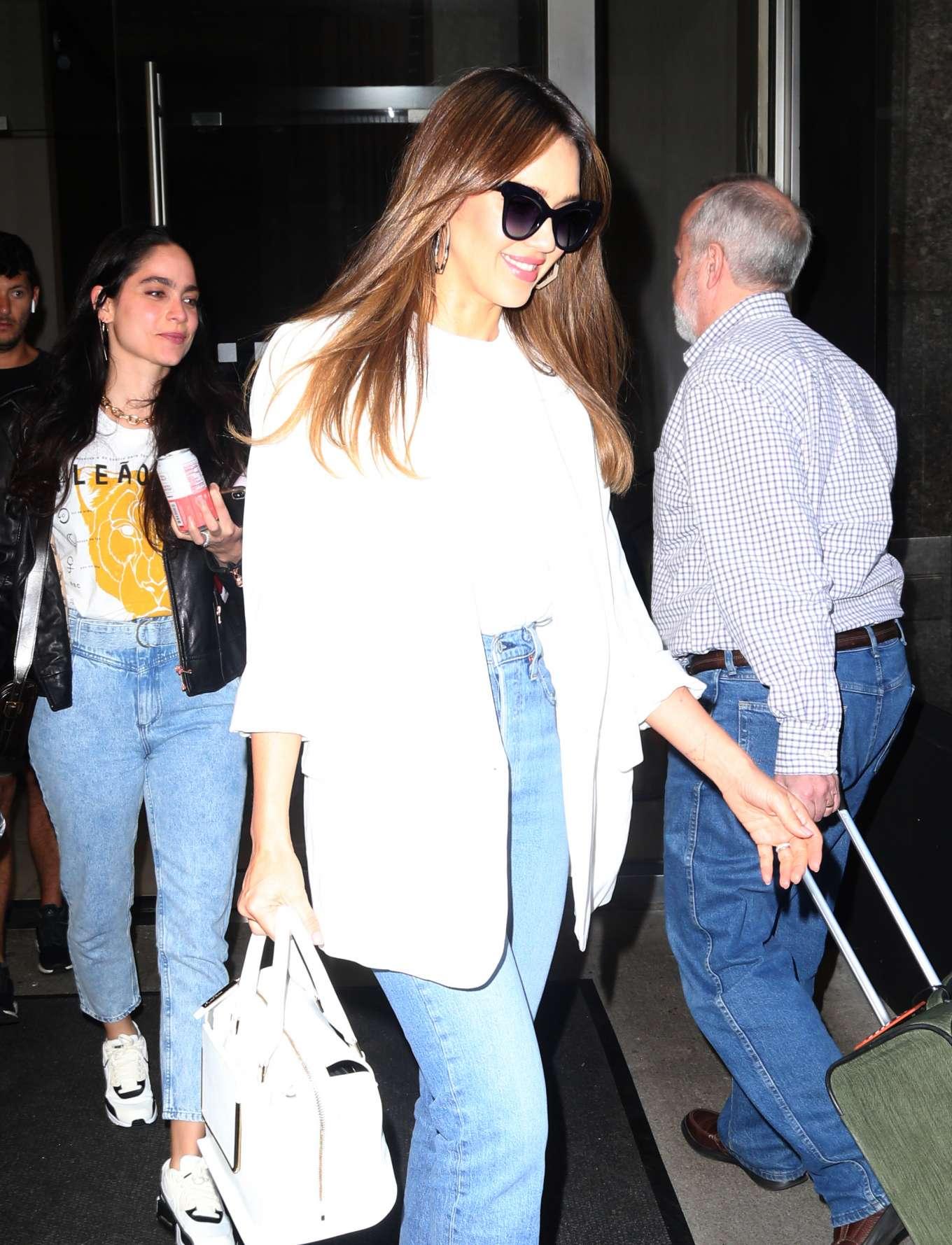 Jessica Alba 2019 : Jessica Alba: Heading to The Late Show-03