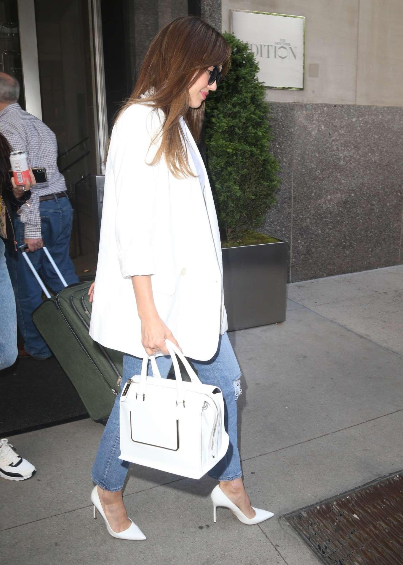 Jessica Alba 2019 : Jessica Alba: Heading to The Late Show-06