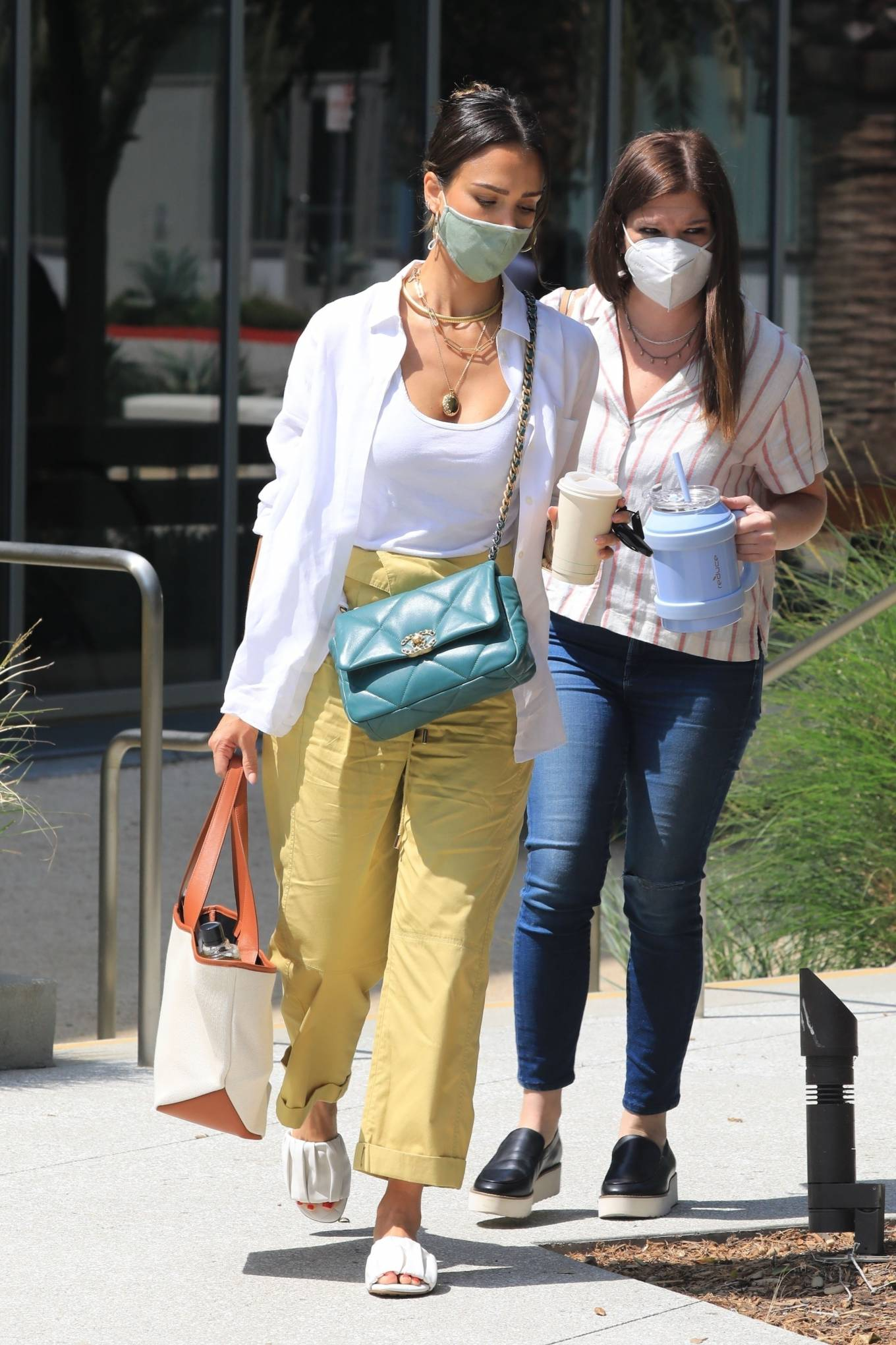 Jessica Alba - Heads to the Honest Headquarters in Los Angeles