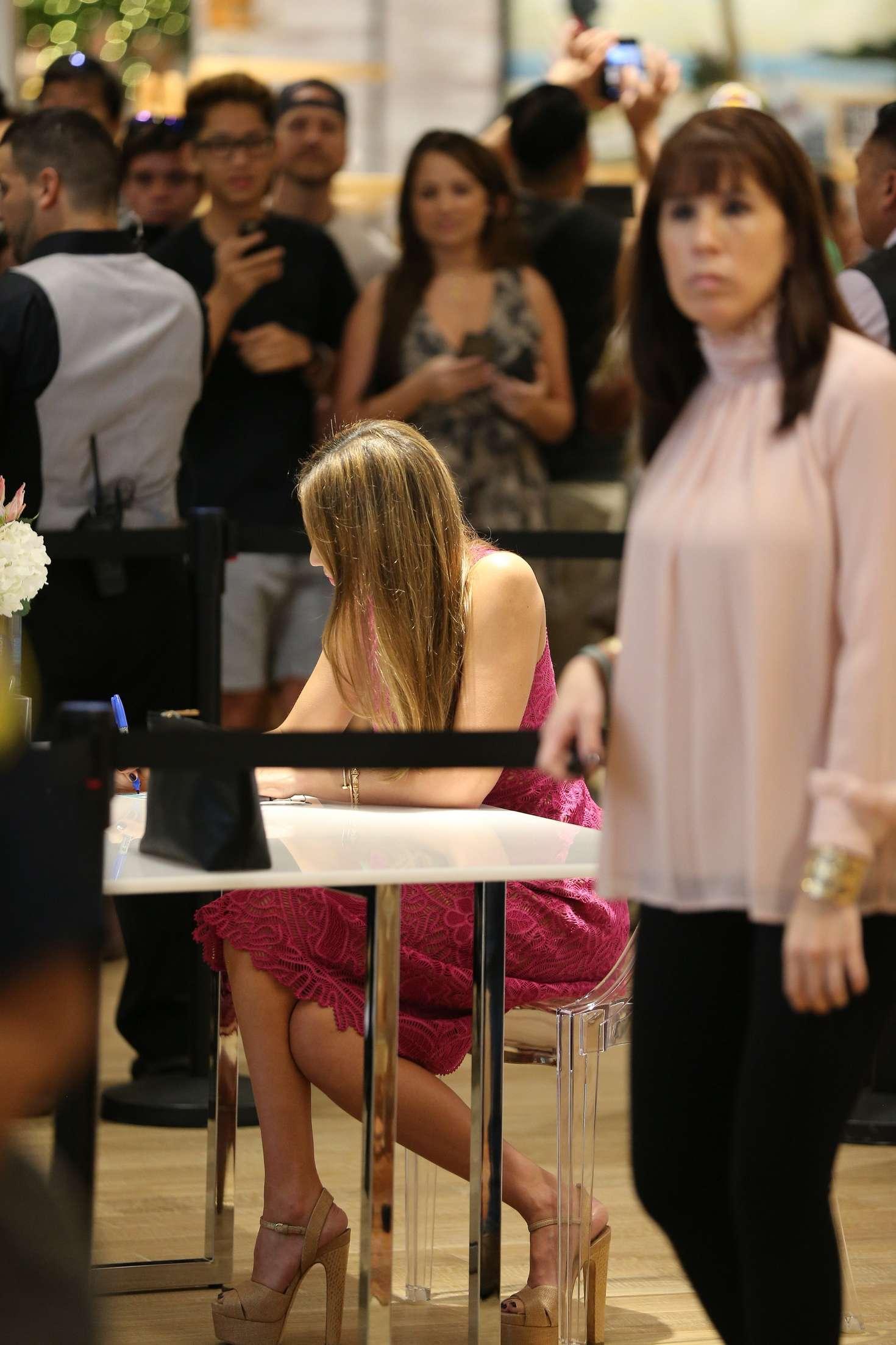 Jessica Alba Honest Company Meet And Greet In Honolulu 05 Gotceleb