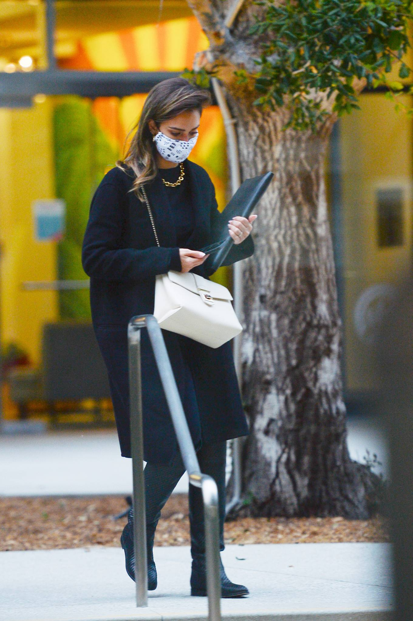 Jessica Alba 2021 : Jessica Alba – In all black leaving an office building in Los Angeles-04